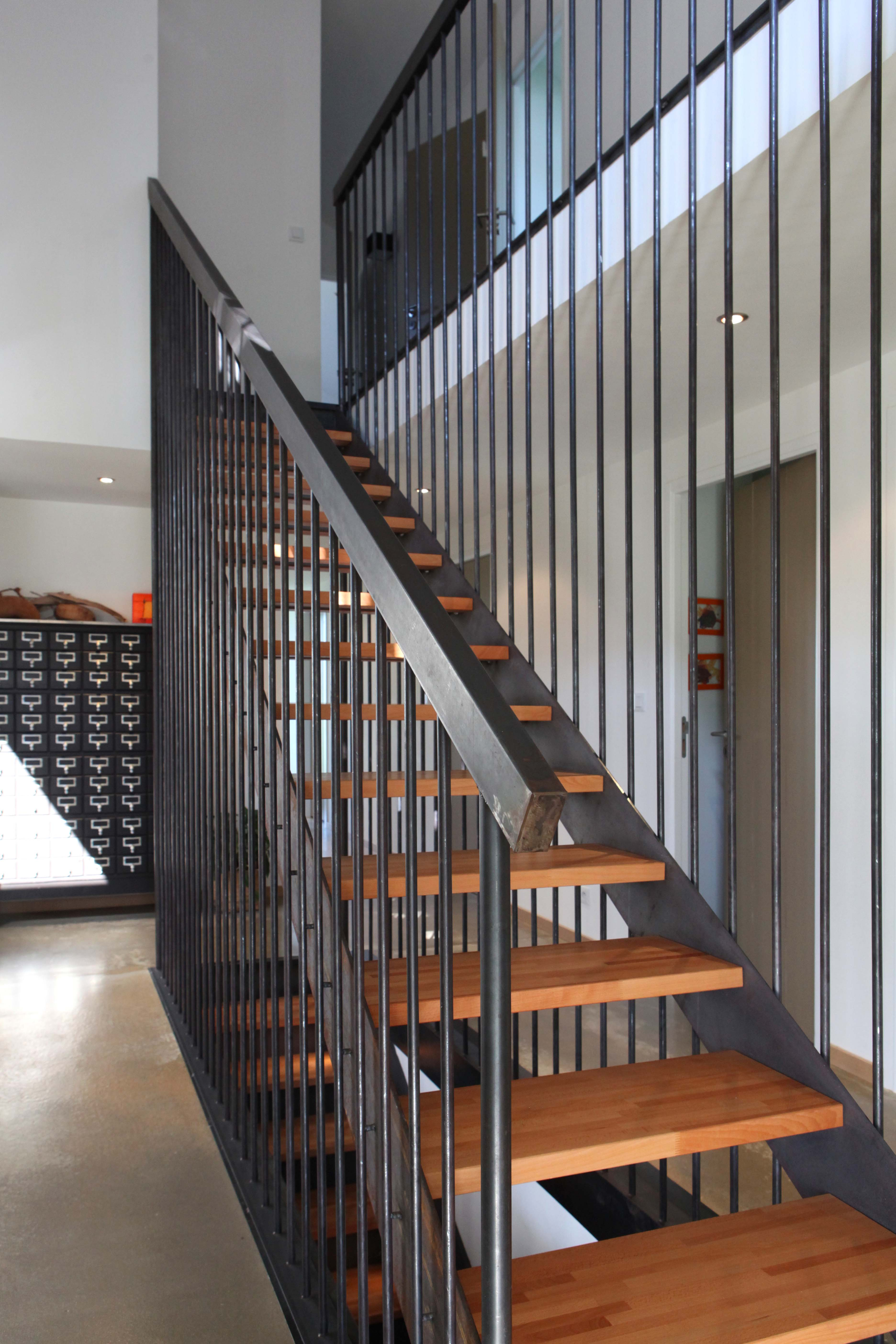 Maison ldt interesting tables basses mobilier industriel for Meuble futuriste montreal